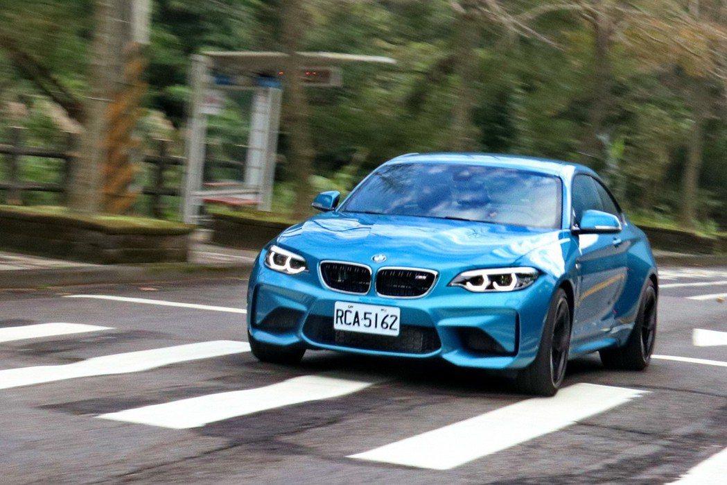 M2雖然不是M家族性能表現最好的車款,都絕對是娛樂性最高的車款。 記者陳威任/攝...