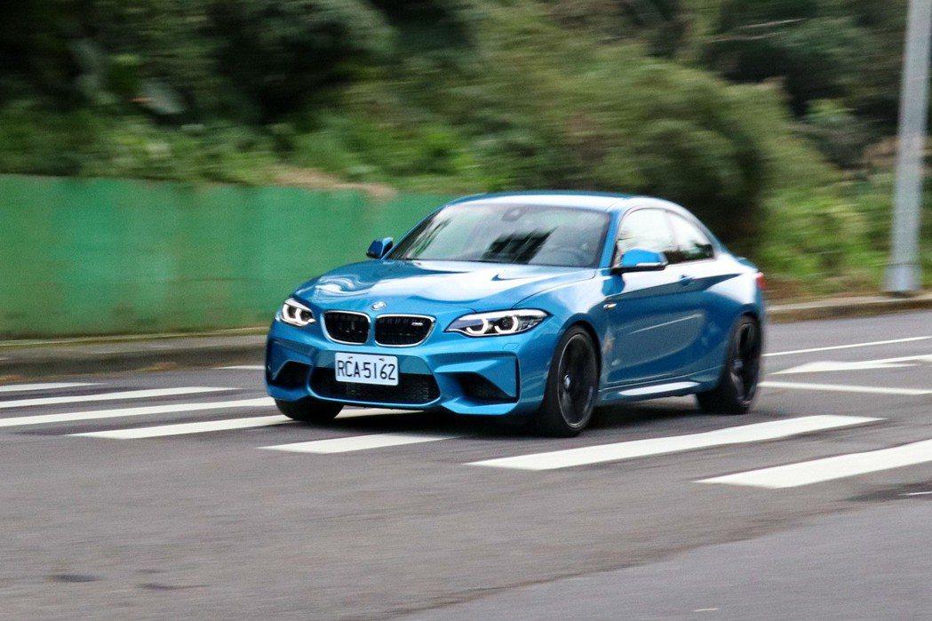 BMW M2擁有流暢動力輸出及精準指向性。 記者陳威任/攝影