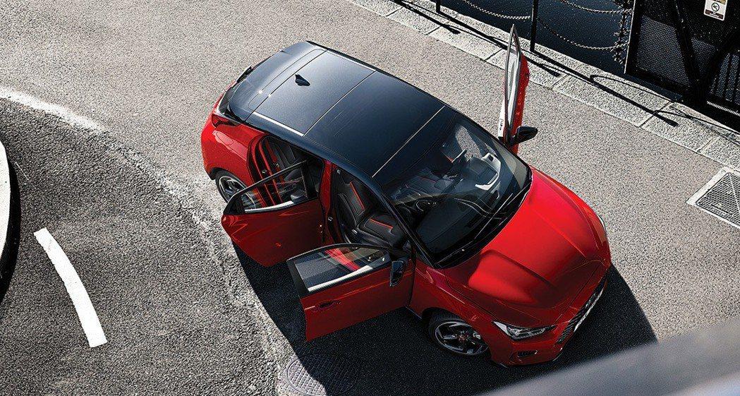 左一右二的不對稱三門式設計。 摘自Hyundai
