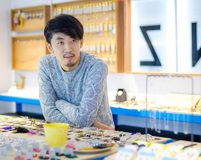 假期國際創辦人徐亦知在台灣建立起破億的飾品王國。年輕的他想得很遠,積極海外佈局,...