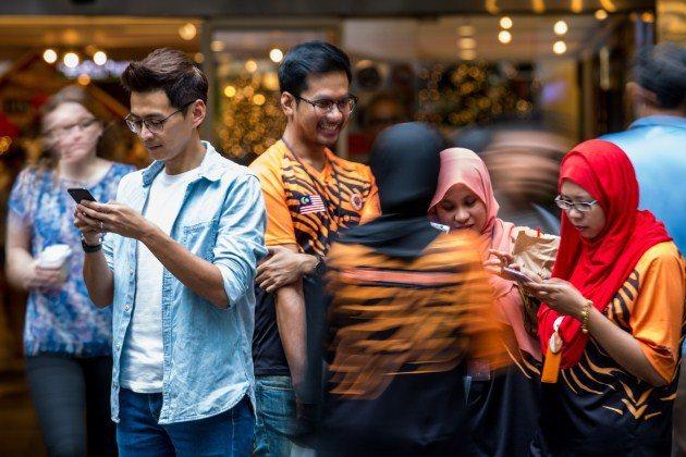 馬來西亞節目頻道Astro AEC《新聞報報看》的當紅主播莊文傑(Darren ...