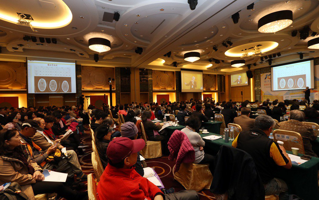 陽明大學附設醫院10周年院慶,舉行「前進的力量:醫療與服務創新論壇」。記者林俊良...