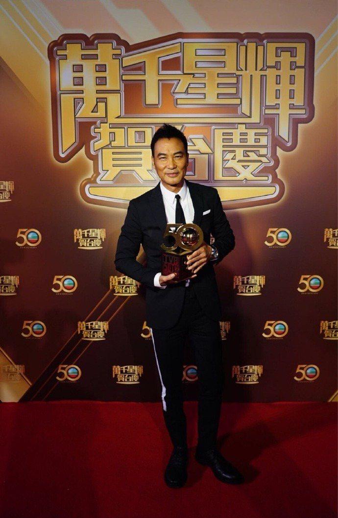 任達華日前出席TVB台慶。圖/摘自微博