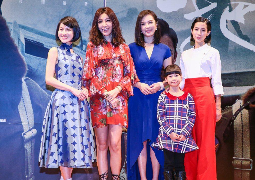 三立新劇傳出溫貞菱(右一)棄演女主角,並由連俞涵(左一)接演。圖/聯合報系資料照