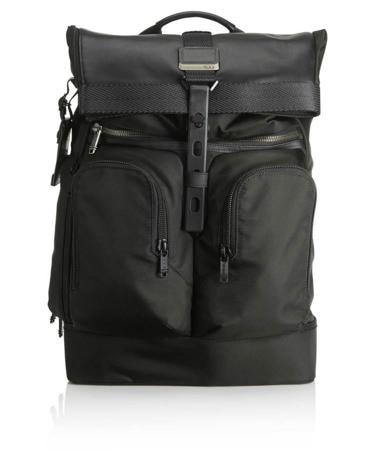 Alpha Bravo London黑色捲口後背包,約17,400元。圖/TUM...