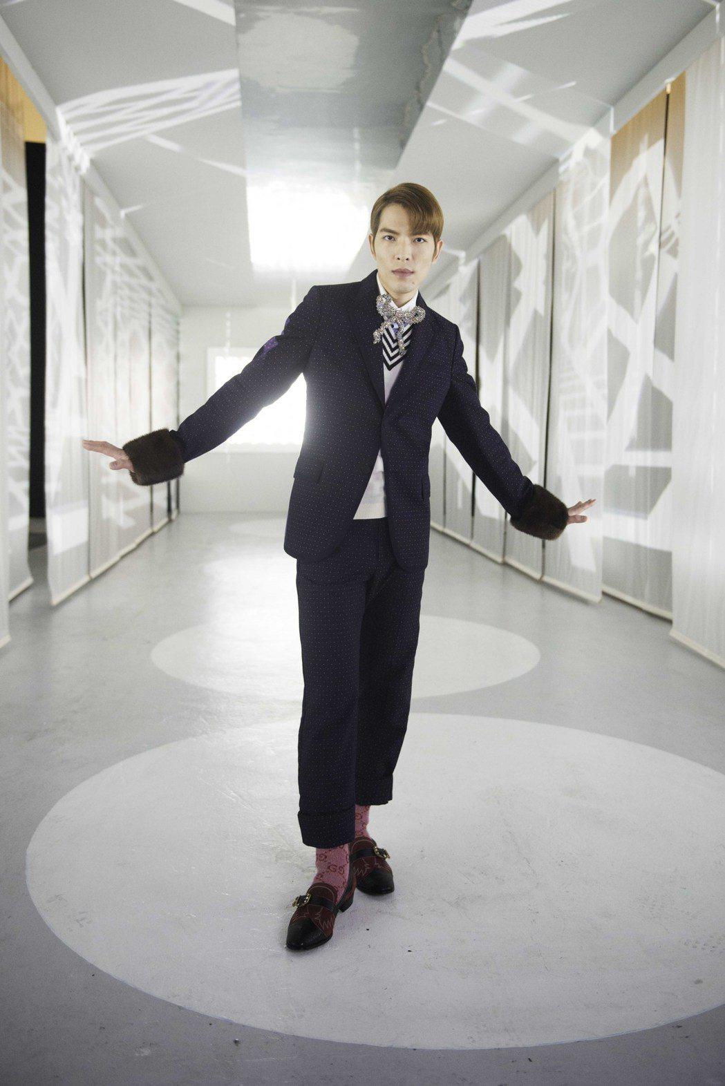 蕭敬騰為了新歌「皮囊」MV,嘗試多變造型。圖/華納音樂提供