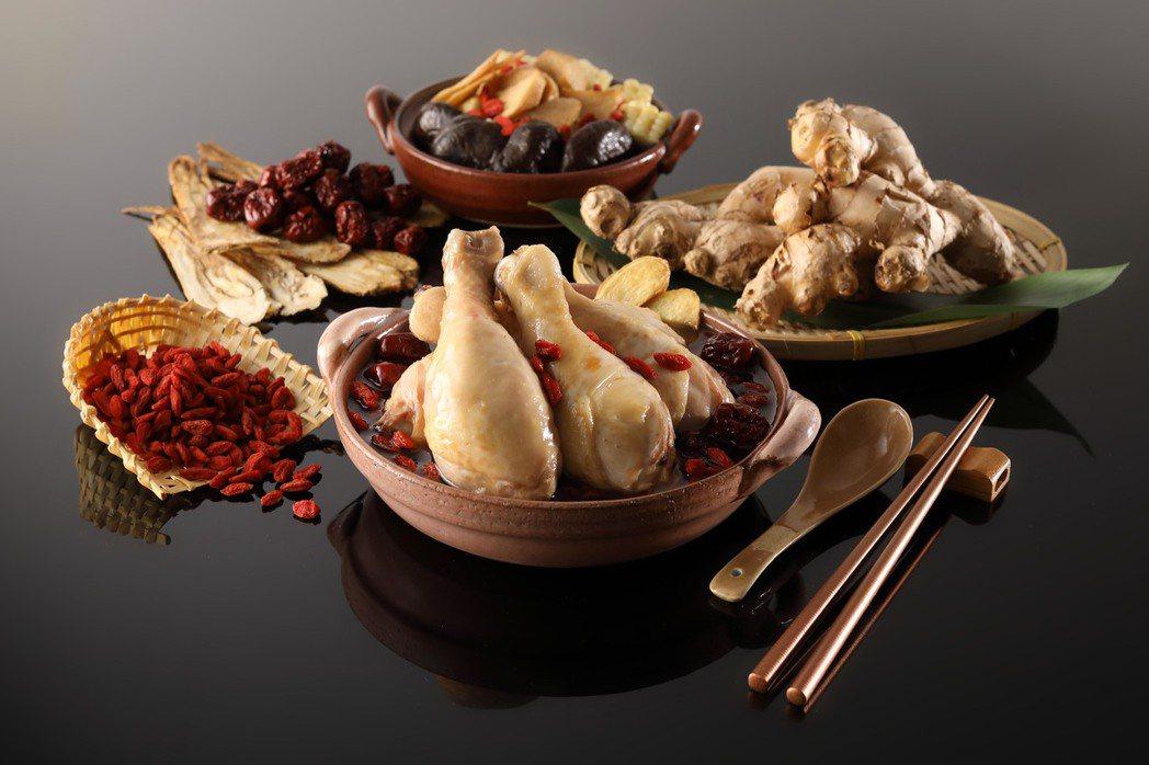 「古早味麻油鮮菇活蜜雞」採用台灣自行培育土雞。圖/Mega 50提供