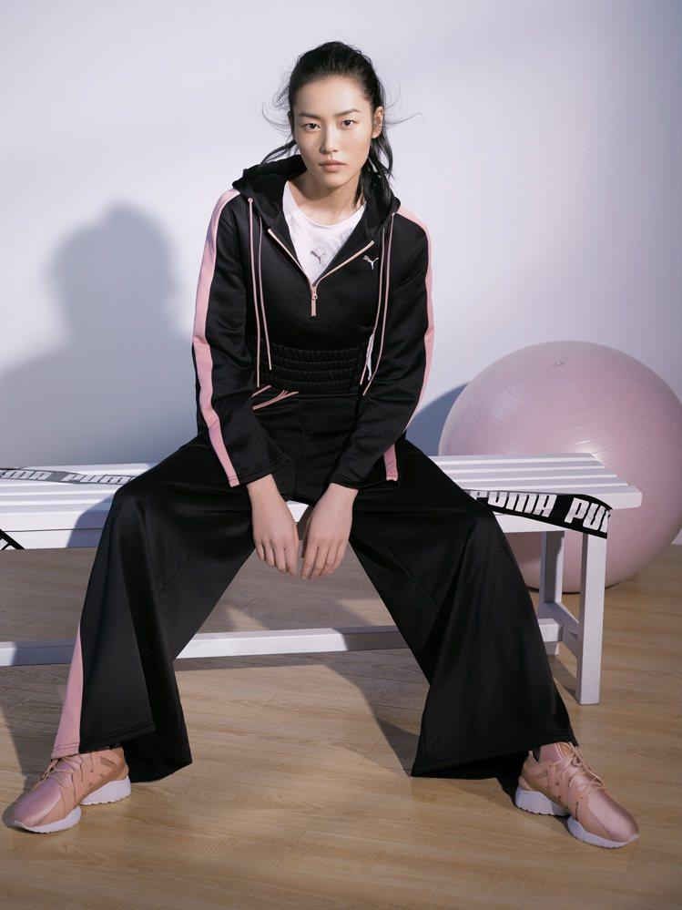國際超模劉雯詮釋PUMA MUSE全新鞋款。圖/PUMA提供