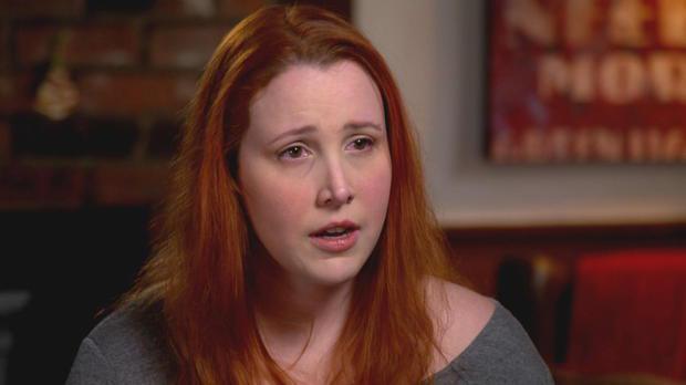 蒂倫法蘿控訴養父性侵,眼含淚光。圖/摘自CBS