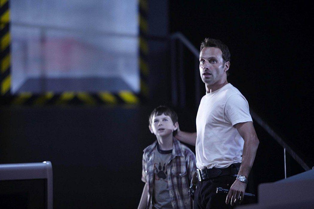 錢德勒李格斯從「陰屍路」第一季就在,扮演男主角安德魯林肯的兒子。圖/摘自imdb
