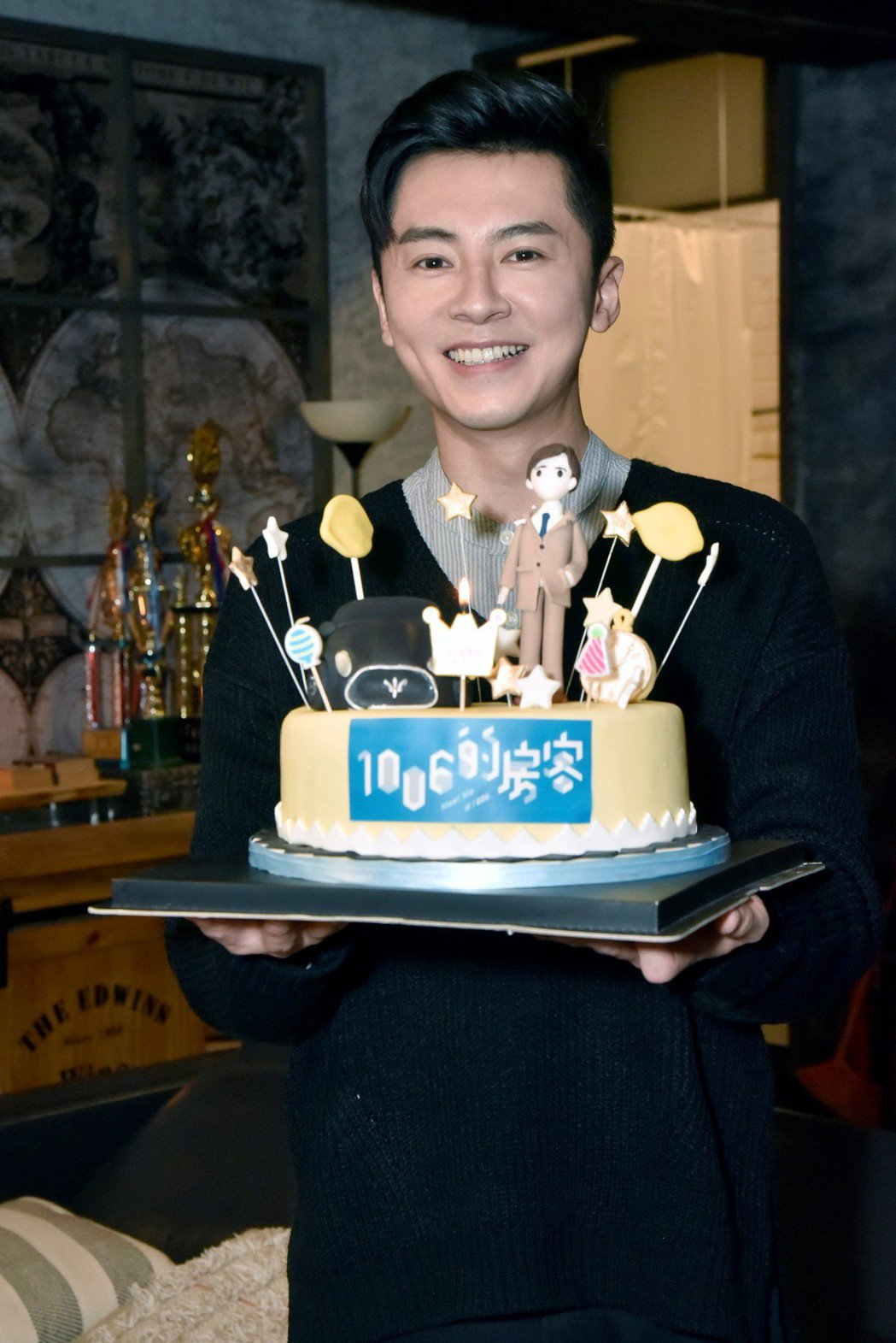 李國毅開心在劇組慶生。圖/歐銻銻娛樂提供