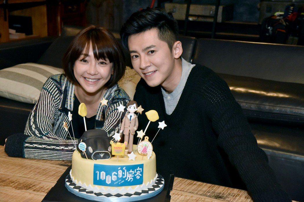 謝欣穎(左)祝福李國毅身心靈都健康快樂。圖/歐銻銻娛樂提供