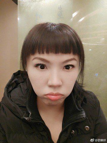 在大陸發展的藝人劉樂妍日前才被台灣網友嘲諷舔中,但這並不稀奇,近日竟有一位大陸網友說劉樂妍的祖父是日本人,氣得劉樂妍連發兩個微博,證明自己的祖父與外公都是中國人,她也當然是個中國人。劉樂妍說,有個神...