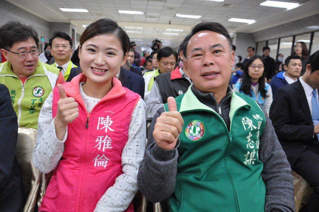 民進黨桃園市議員陳志謀(右)平時也常帶著擔任特助的女兒陳雅倫(左)跑行程,增加曝...