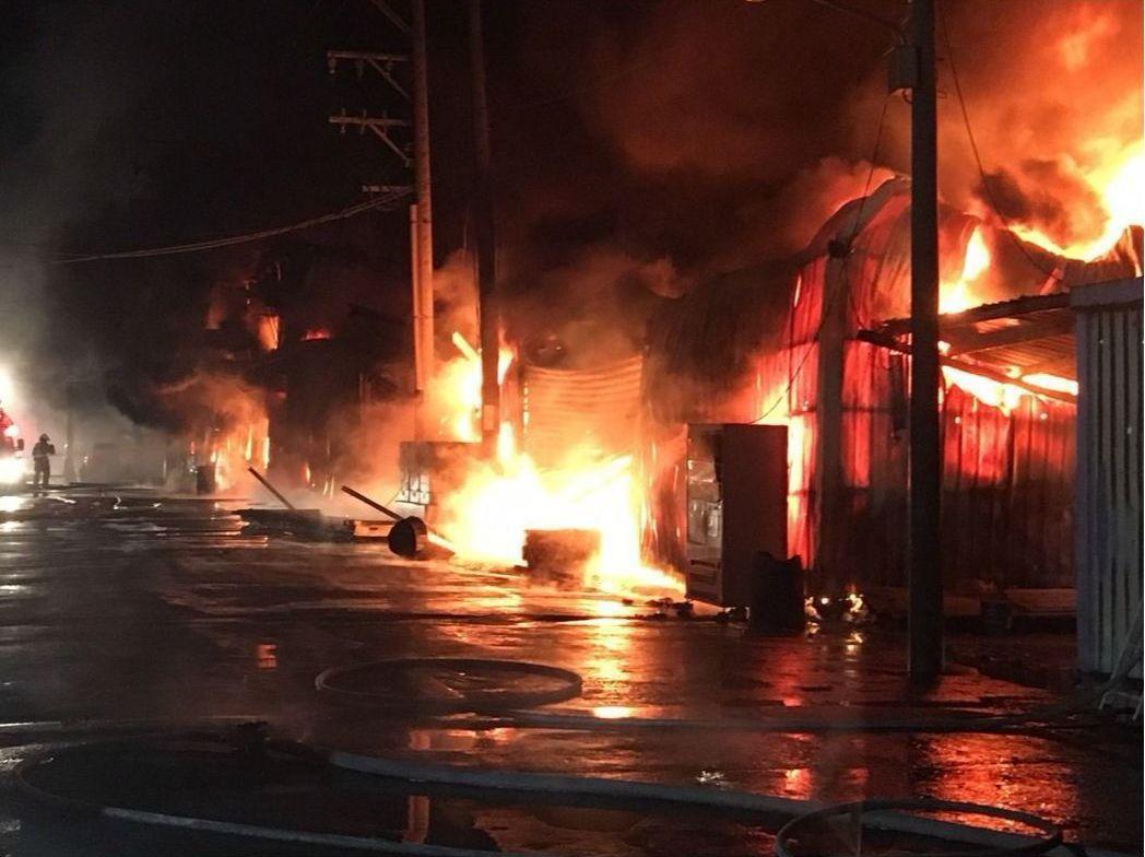 2017年12月桃園蘆竹矽卡公司暗夜惡火,造成六名外籍移工死亡。 圖/報系資料照...