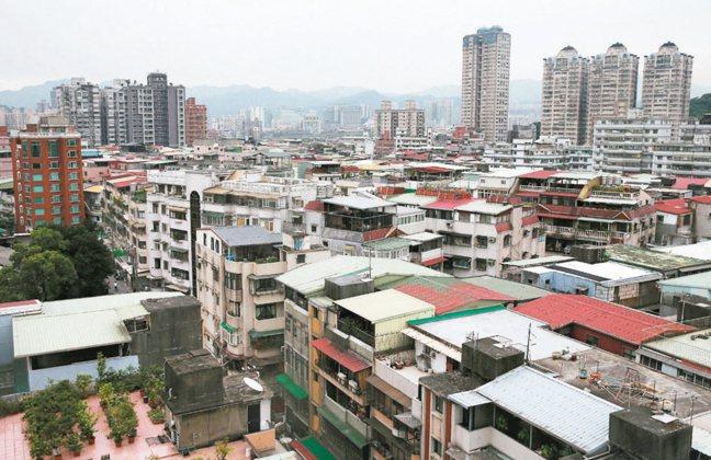 內政部提出實價登錄修正版的主要目的,就是希望把住宅交易的價格與相關訊息,更快、更...
