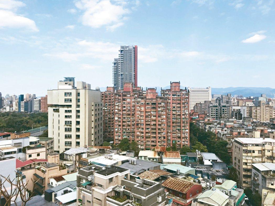 民眾對房市看法仍偏悲觀, 認為今年房價會持續下跌。 記者游智文/攝影