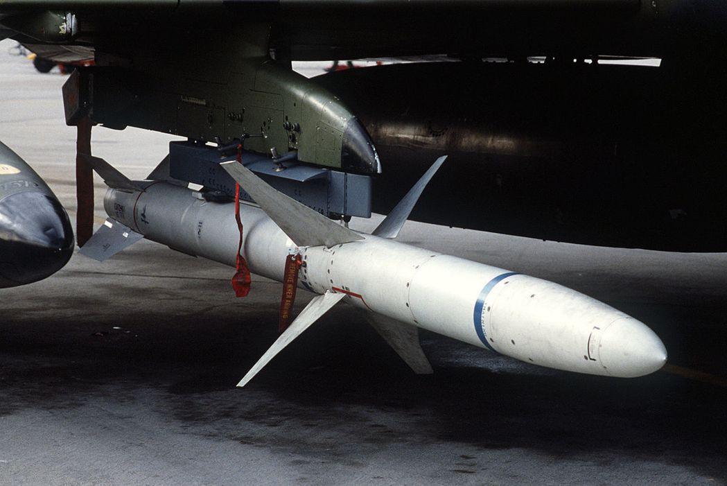 AGM-88高速反輻射飛彈。 圖/翻攝自維基百科