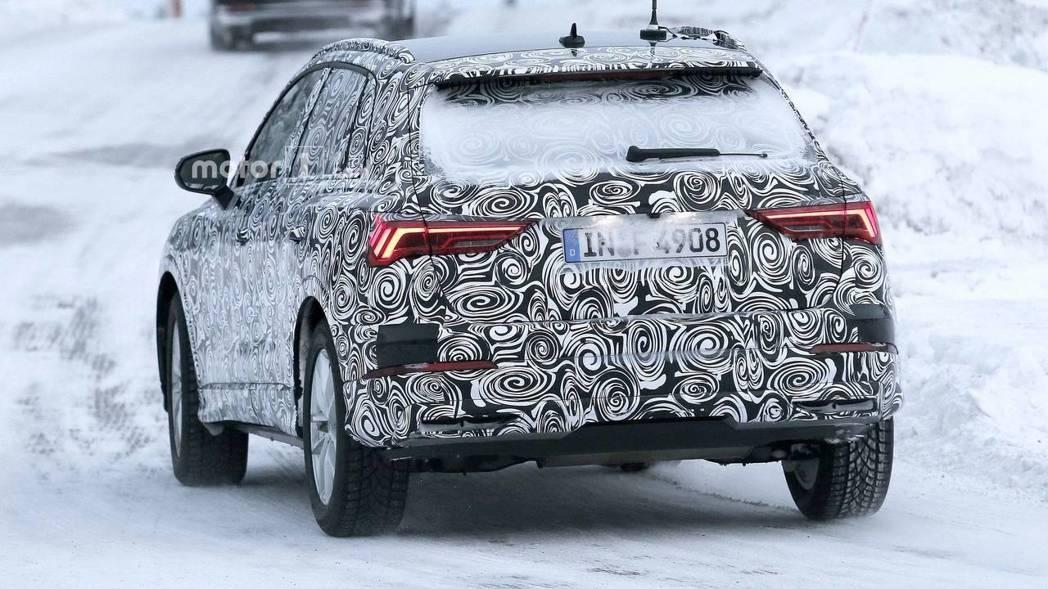Audi Q3 偽裝車,銳利尾燈設計。 摘自Motor1