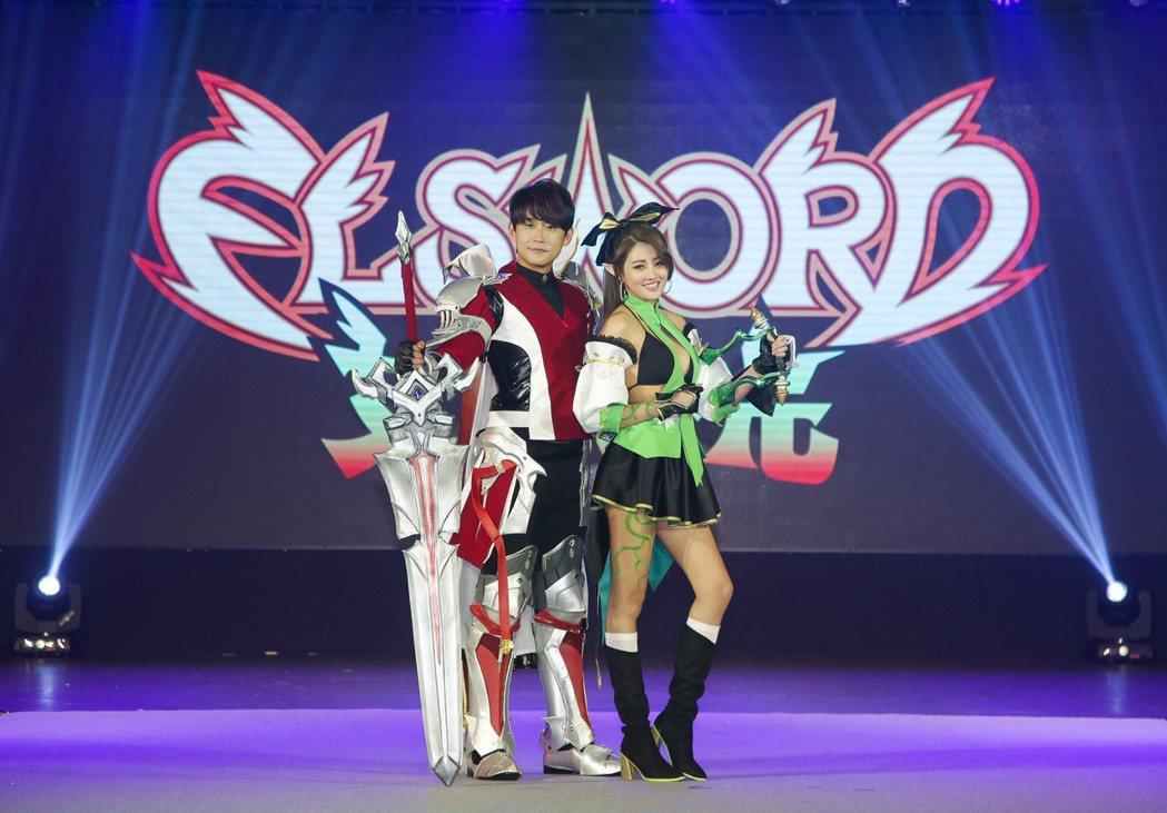 《艾爾之光》靚力爆發3轉秀 主秀賴琳恩(飾蕾娜)及陳乃榮(飾艾索德)。