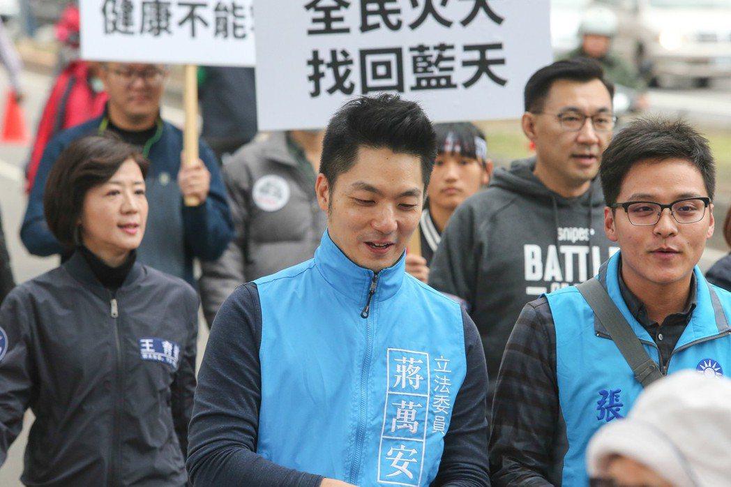 國民黨立委蔣萬安在立法院宣布不會參加2018的台北市長選舉,將繼續留在立法院監督...