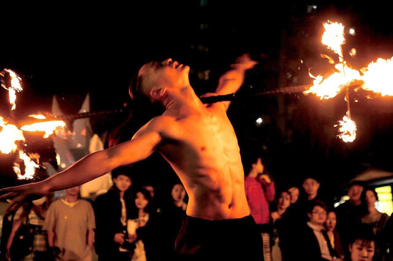 初一到初五晚上邀請所有遊客欣賞絢麗火舞。