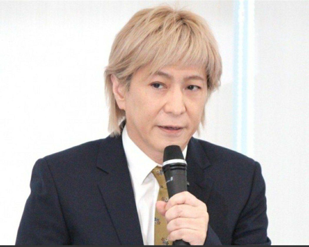 小室哲哉在記者會上宣布引退。圖/摘自oricon