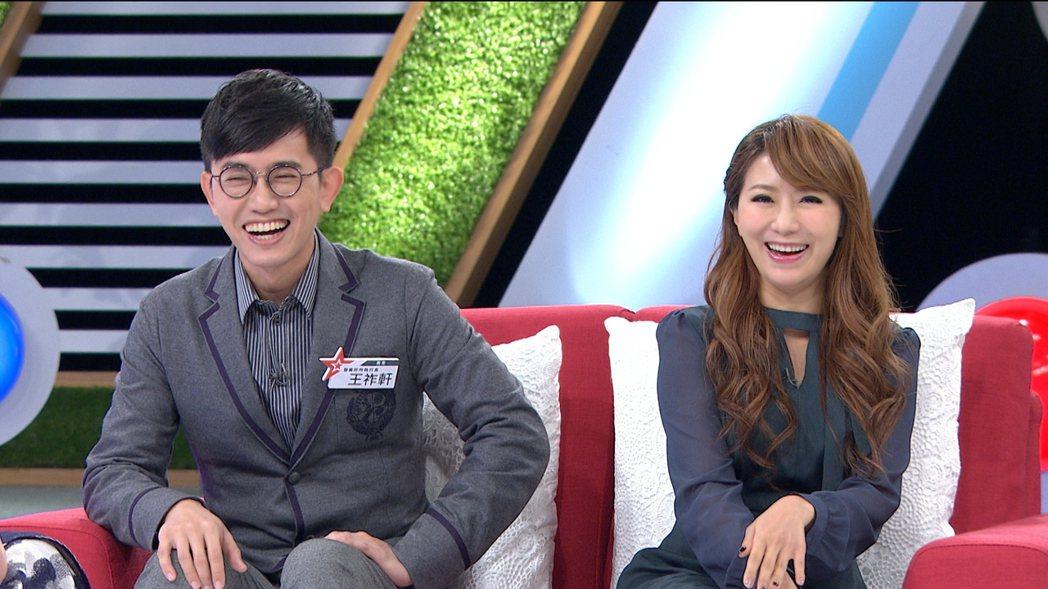 佩甄(右)嫁給曾是泌尿科,如今轉整型外科的老公。圖/壹電視提供