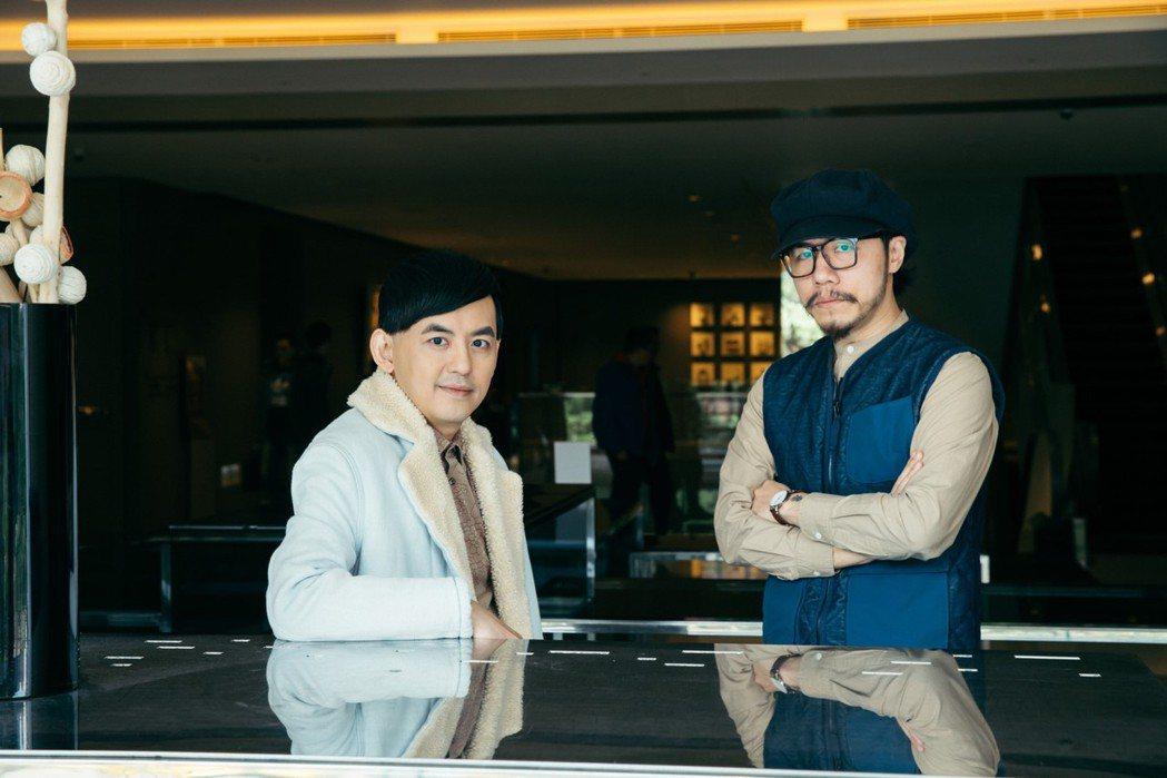 黃子佼(左)與知名設計師方序中(右)為福斯探照燈影片展開一系列對談。圖/福斯提供