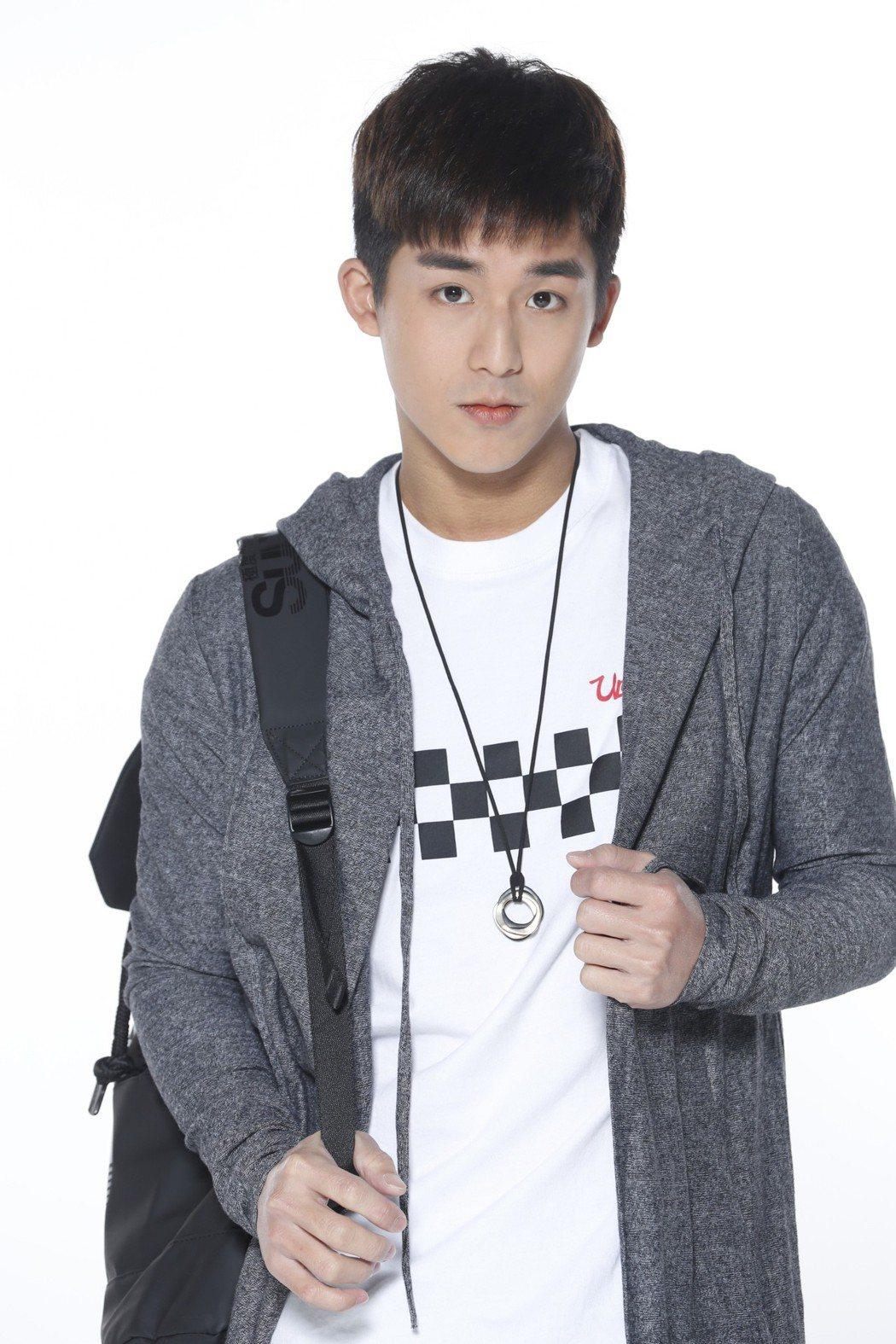李博翔主演「萬德浮史貝斯」,飾演高中樂團吉他手。圖/緯來電影台提供
