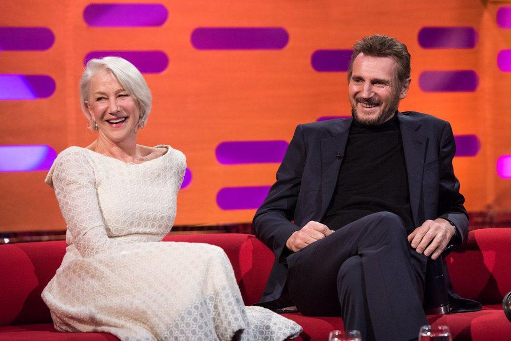 海倫米蘭與連恩尼遜分手多年後仍可以在電視節目中歡聚。圖/翻攝自BBC