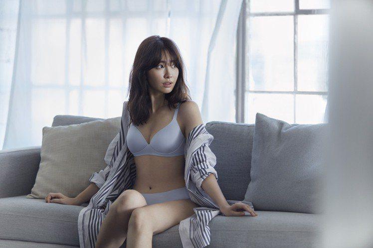 日本女星小嶋陽菜成為UNIQLO Wireless Bra全新無鋼圈美型胸罩系列...