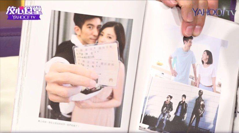 賈靜雯、修杰楷秀出當初結婚登記照片。圖/Yahoo TV提供