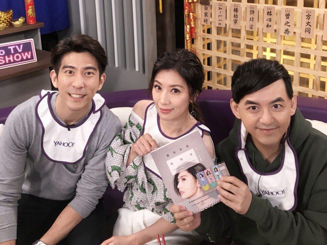 演藝圈最閃夫妻檔修杰楷(左起)、賈靜雯接受黃子佼訪問。圖/Yahoo TV提供