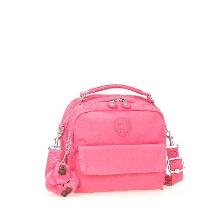 Kipling馬卡龍粉紅新色側背包2,950元。圖/Kipling提供