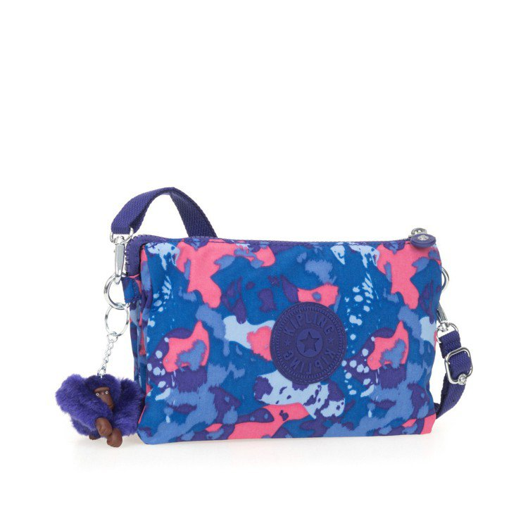 Kipling狗年限定大麥町迷彩藍側背包2,750元。圖/Kipling提供