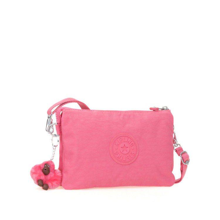 Kipling馬卡龍粉紅新色配件包2,550元。圖/Kipling提供