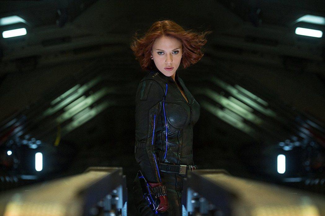 「黑寡婦」美豔性感,是「復仇者聯盟」中的人氣女王。圖/摘自imdb