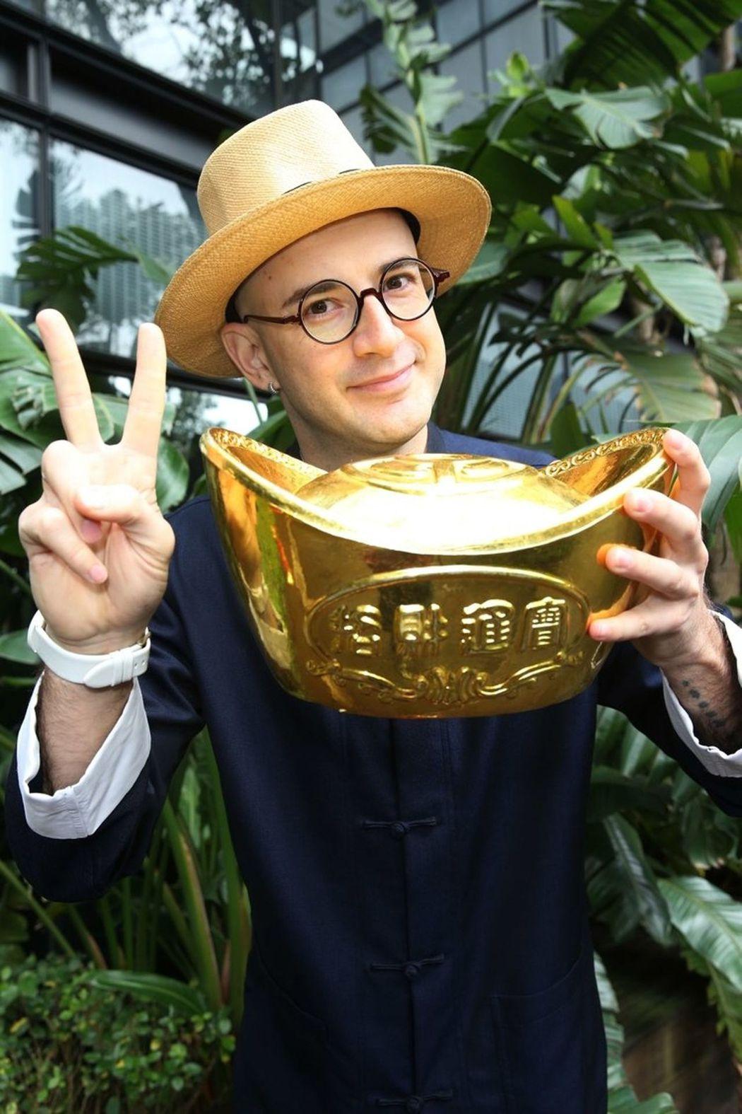 吳鳳回想起首次在台灣過年,直呼「太難過了」。(記者陳瑞源/攝影)