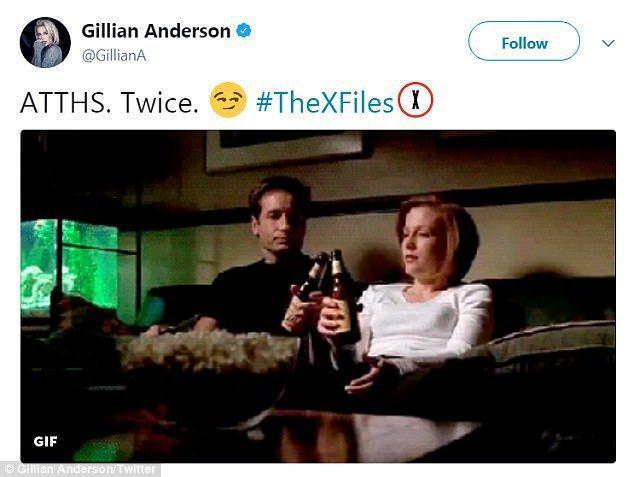 姬蓮安德森開心在社群網站上紀念「X檔案」男女主角發生親密關係的歷史時刻。圖/翻攝...