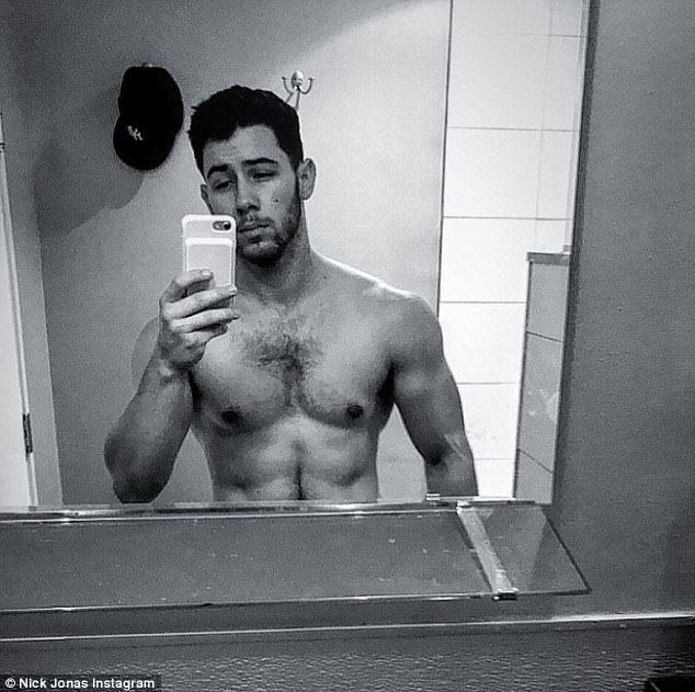 現年25歲的尼克強納斯,練出精壯的體格。圖/摘自Instagram