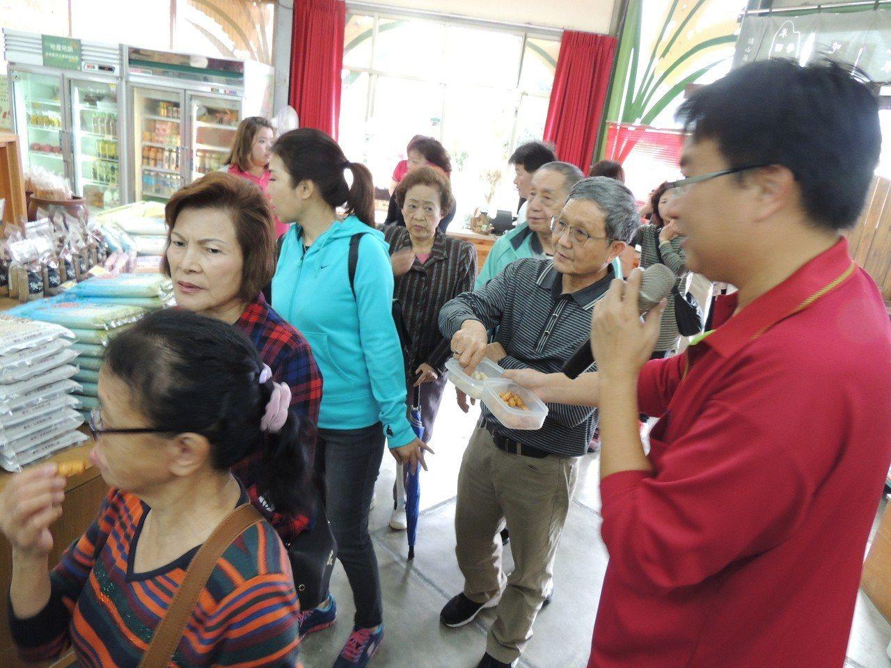 關山農會以當地良質米委託乖乖食品開發「米乖乖」雖在台東縣限定販售,但大受消費者好...