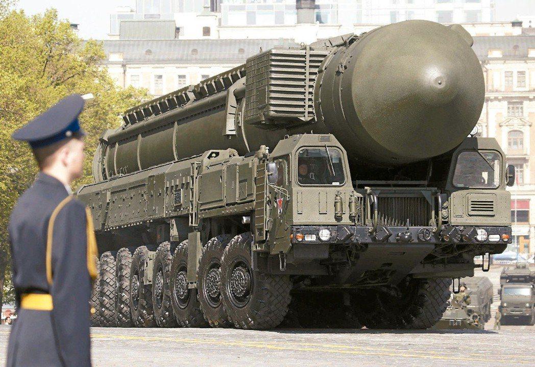 俄羅斯去年舉行核武戰略訓練時,曾試射數枚彈道飛彈。圖為該國白楊型 (Topol)...