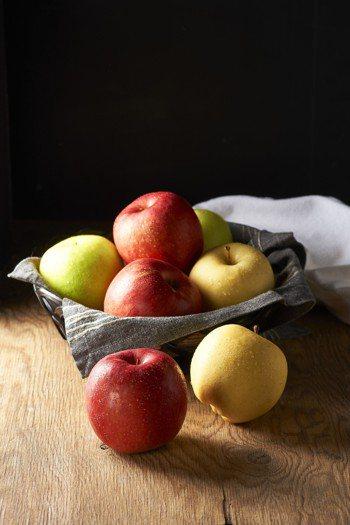 台灣師範大學化學系教授吳家誠表示,科學界發現蘋果、葡萄與薑黃,是三種能夠預防攝護...