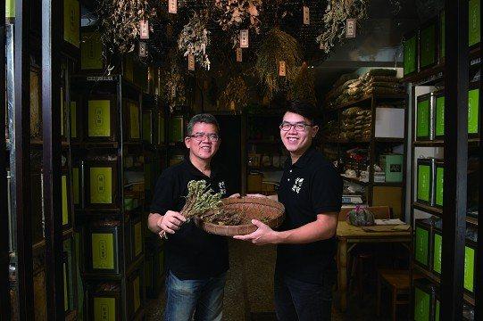 老濟安青草店以創新延續傳統飲品和青草文化。 (攝影/黃建彬)