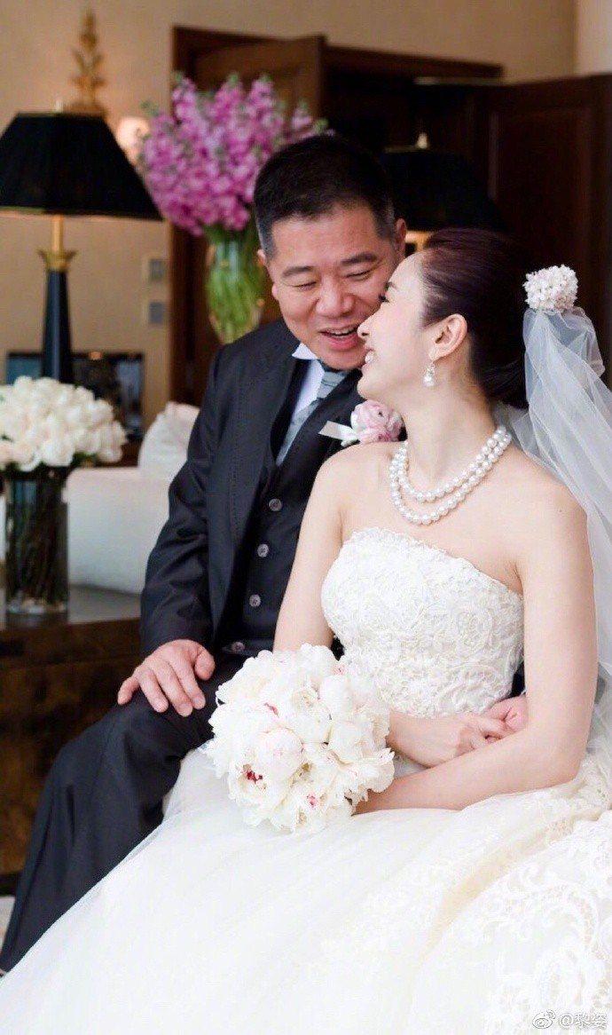 黎姿(右)與老公馬廷強(左)。圖/摘自微博