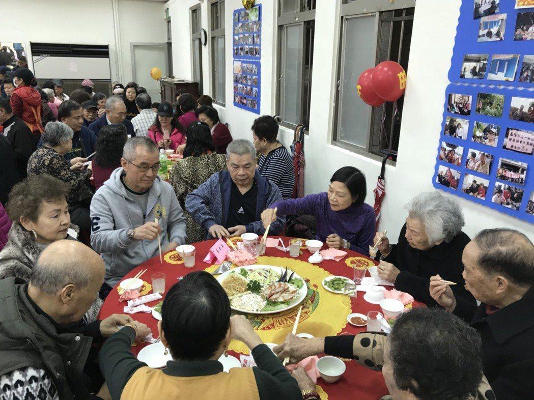 何潤東和妻子出席。記者游明煌/攝影