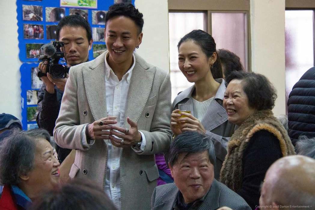 何潤東(左)帶老婆peggy一起作公益。圖/達騰娛樂提供