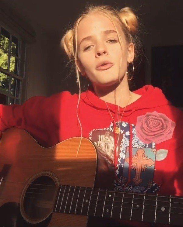 艾絲特麥奎格發表新歌,歌詞極具影射意味。圖/摘自Instagram