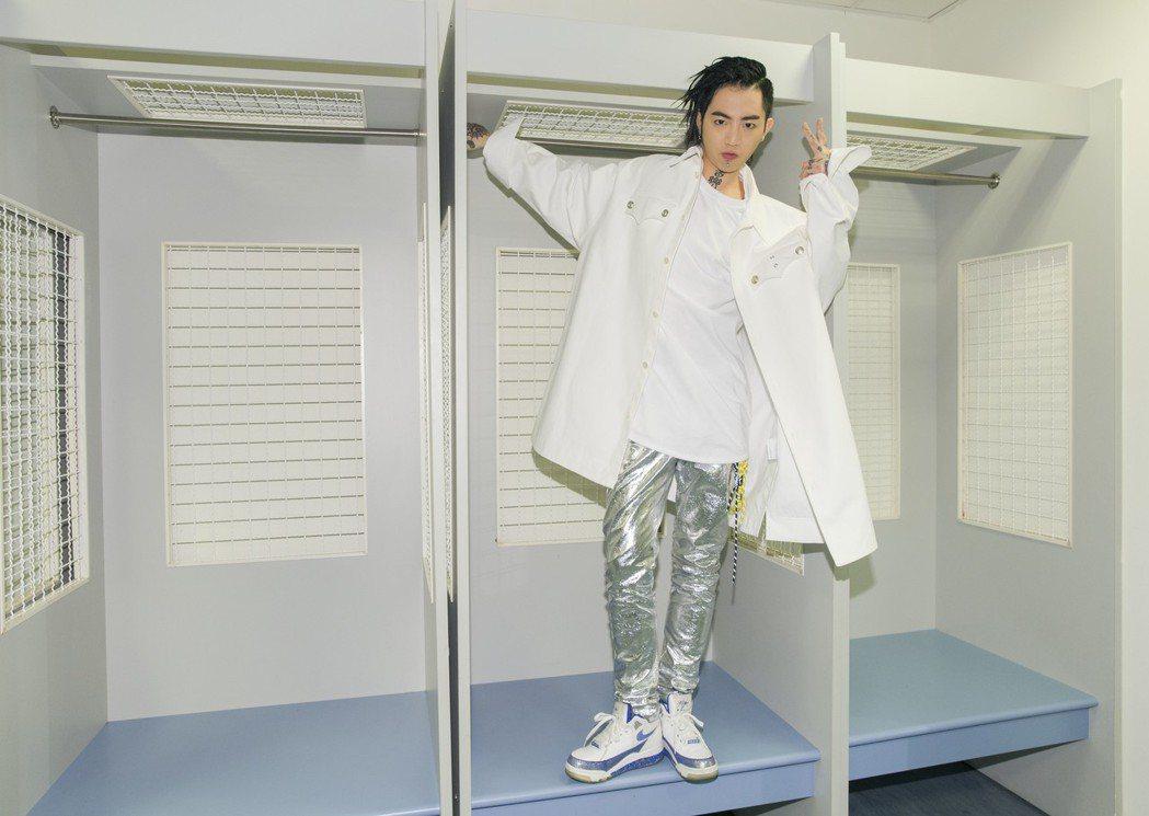謝和弦在KKBOX風雲榜擒下「年度風雲歌手獎」。圖/華納音樂提供